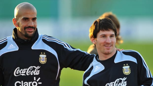 argentina-national-team-practices-in-buenos-aires-5d836aa0a250d2eed500001a.jpg