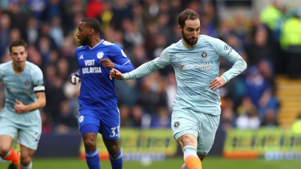 gonzalo-higuain-in-action-for-chelsea-5ca7946acef76decb600000d.jpg