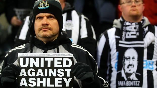 newcastle_fans_mad_after_ashley_drains_club.jpg