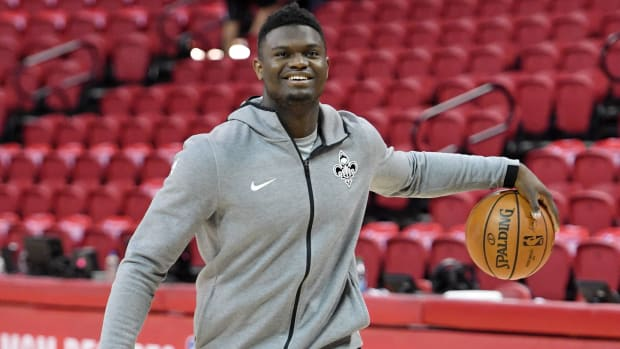 zion-williamson-drains-three-pelicans-bench.jpg