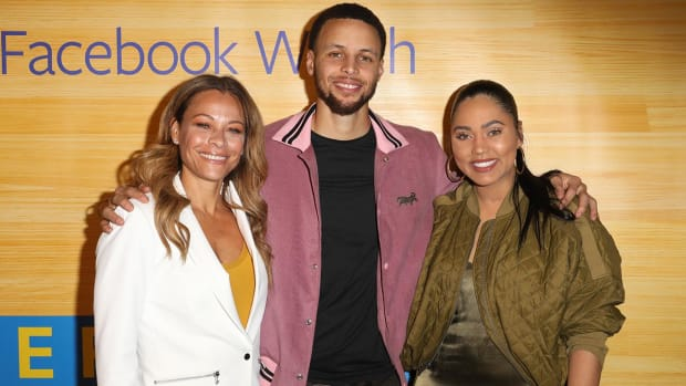 Stephen Curry with Ayesha Curry and Sonya Curry