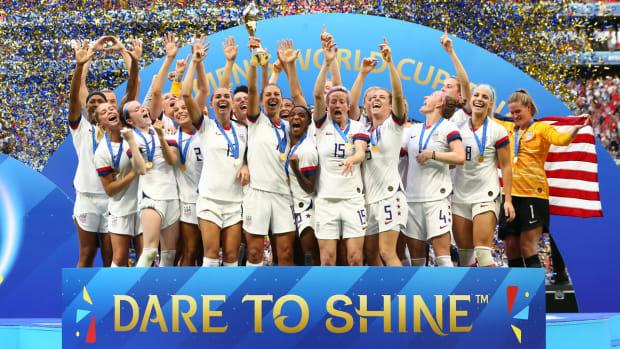 usa-wins-womens-world-cup-trophy.jpg