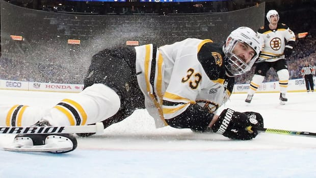 zdeno-chara-bruins-blues.jpg