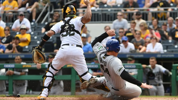 rizzo-slide-interference-cubs-pirates.jpg