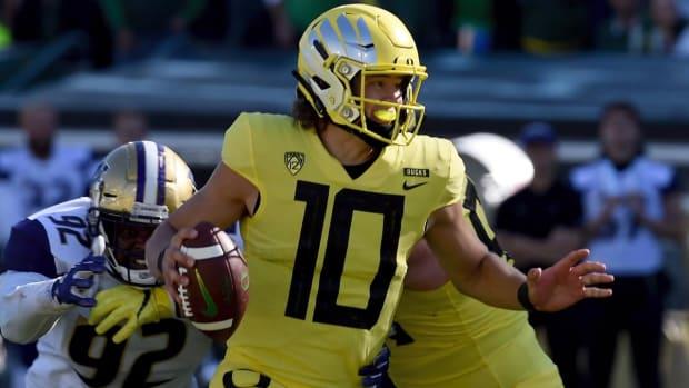 Report: Oregon QB Justin Herbert Likely to Return to School for Senior Season--IMAGE
