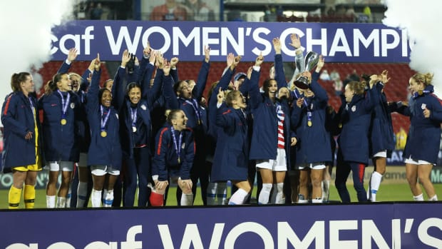uswnt-trophy-lift-concacaf-title-canada.jpg