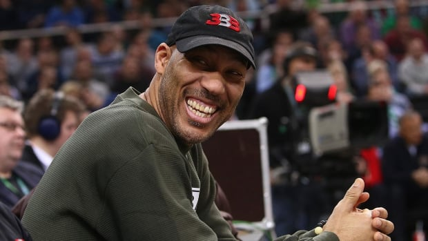 LaVar Balls Says Lonzo Won't Re-Sign With Lakers if They Don't Sign All Three Ball Brothers - IMAGE