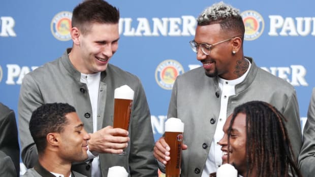 fc-bayern-muenchen-and-paulaner-photo-session-5b8fcac5665c7f34d4000001.jpg