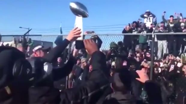 eagles-arrive-philadelphia-super-bowl-celebration.jpg