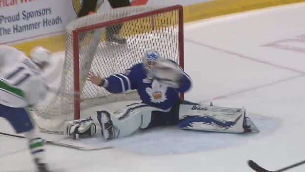 toronto-marlies-maple-leafs-garret-sparks-barehanded-save-video.png