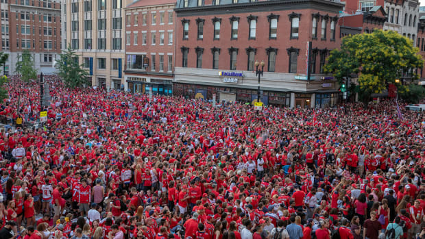 capitals-fans-game5-arena-stanley-cup.jpg