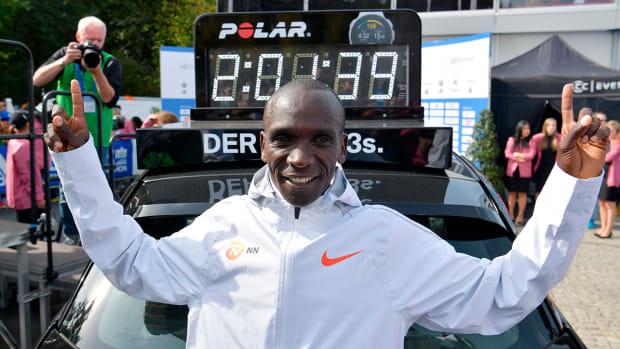 eliud-kipchoge-marathon-record-lead.jpg