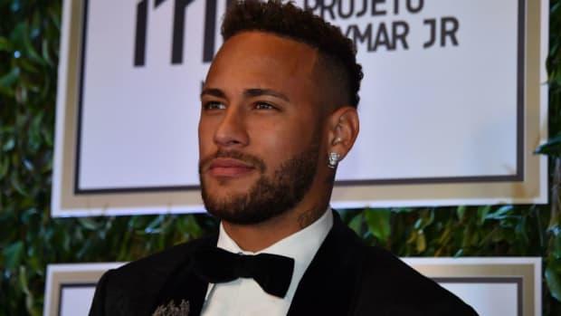 fbl-brazil-neymar-auction-5b519f497134f6f15c00003e.jpg