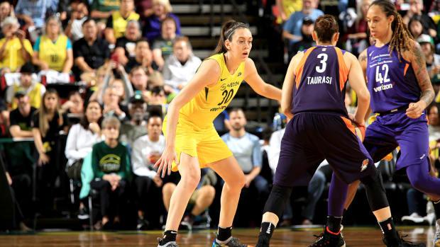 breanna_stewart_leads_storm_to_playoff_win.jpg