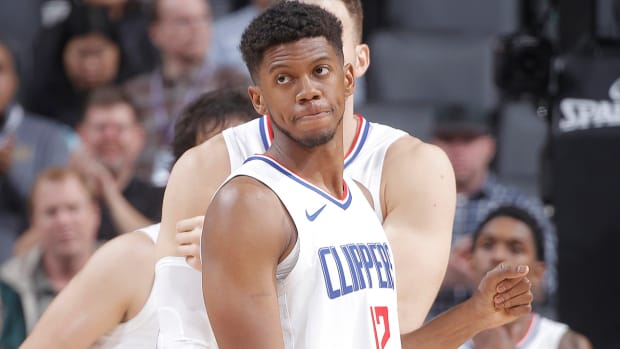 tyrone-wallace-clippers-two-way.jpg