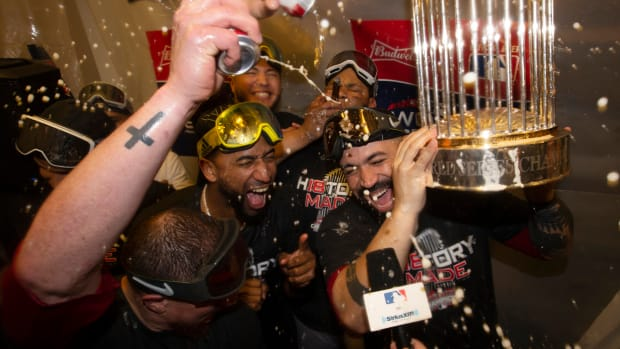 monday-hot-clicks-red-sox-world-series-celebration-new-york-new-york-video.jpg