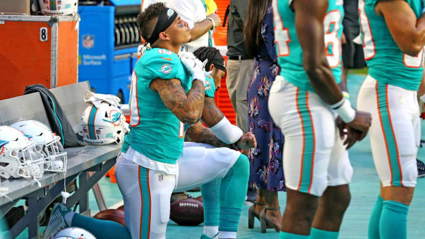 Donald Trump Tweets Bashing Players for Protesting During National Anthem - IMAGE