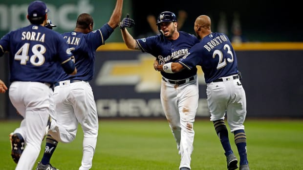 brewers_game1_walkoff.jpg