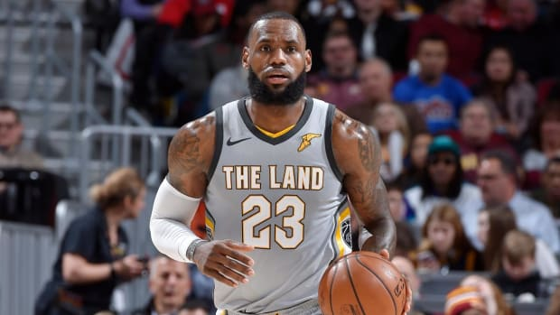 Report: Lakers No Longer Planning Free-Agent Pursuit of LeBron James This Summer - IMAGE