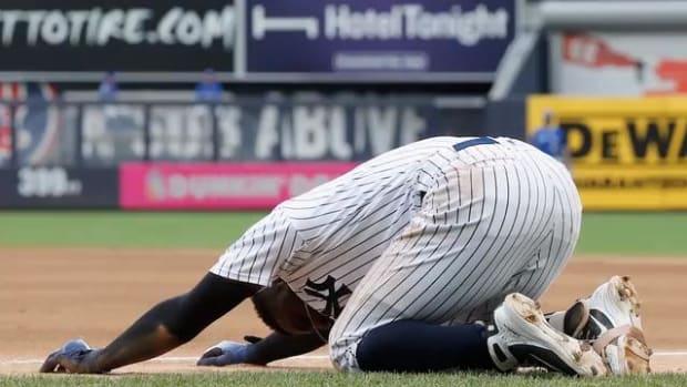 Yankees Shortstop Didi Gregorius Injures Heel in Collision - IMAGE