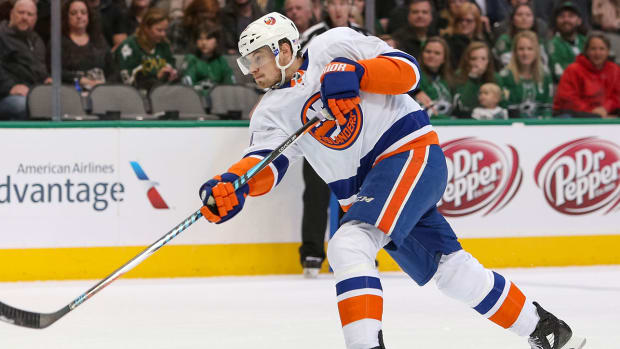 scott-mayfield-islanders-contract-extension-1300.jpg
