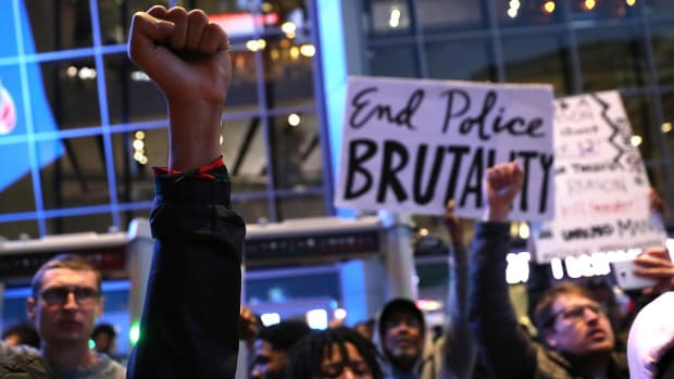 Protesters Delay Start of Hawks-Kings Game After Controversial Sacramento Police Shooting - IMAGE