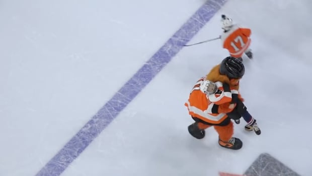 monday-hot-clicks-gritty-flyers-kids-game-fight-penalty-box-video.png