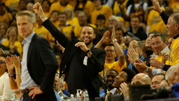 Steve Kerr Says Stephen Curry Is Probable for Game 2 vs. Pelicans - IMAGE