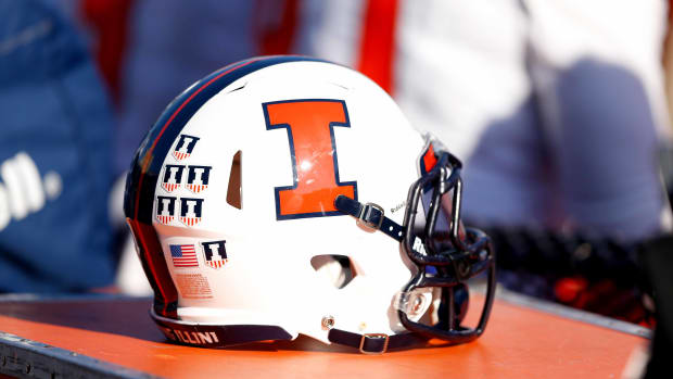 illinois-football-players-charged-theft.jpg