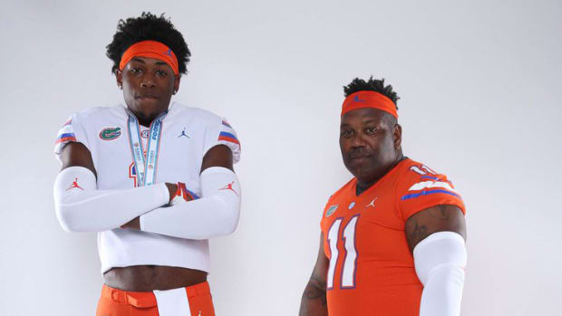 tuesday-hot-clicks-florida-recruit-lloyd-summerall-dad-uniform-photo.jpg