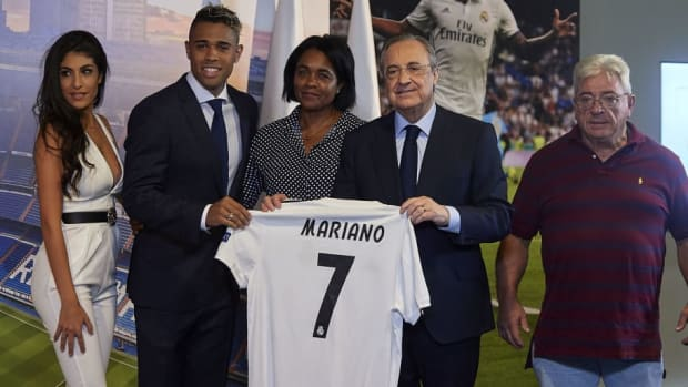 real-madrid-unveil-new-signing-mariano-5b8b2046be787f6ce5000002.jpg
