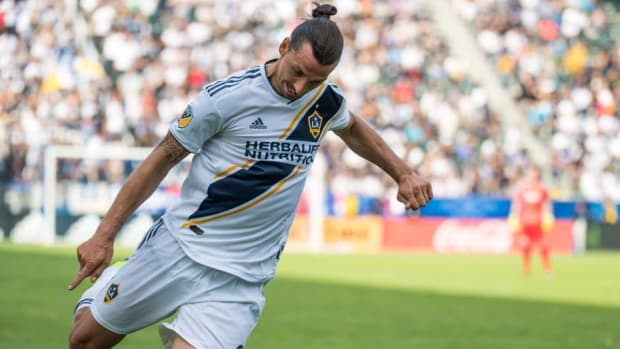 mls-soccer-los-angeles-galaxy-v-houston-dynamo-5bd73fd97362b1001c00000c.jpg