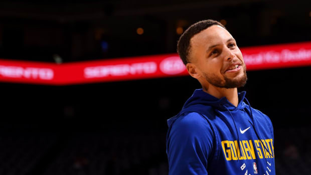 Report: Stephen Curry (Ankle) Targeting Return on Friday - IMAGE