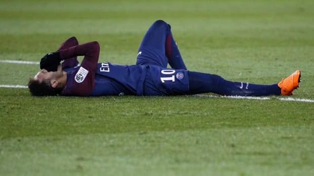 Neymar Carted Off With Ankle Injury vs. Marseille - IMAGE