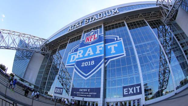 2018-nfl-draft-outside-stadium.jpg