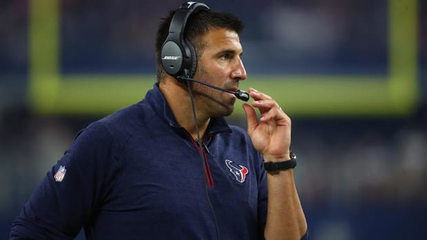 Titans Reach Deal With Mike Vrabel to Become New Head Coach--IMAGE