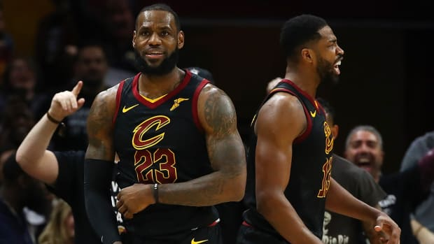 lebron_and_his_role_players_make_it_out.jpg