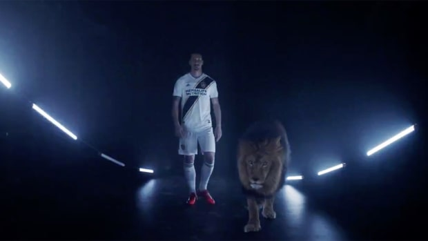 la-galaxy-zlatan-ibrahimovic-announcement-lion.jpg