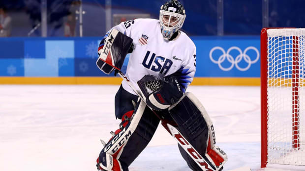 Report: IOC Orders U.S. Women's Hockey Goalies to Remove Statue of Liberty From Masks - IMAGE