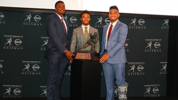 tua-tagovailoa-ankle-injury-heisman-trophy-weekend.jpg