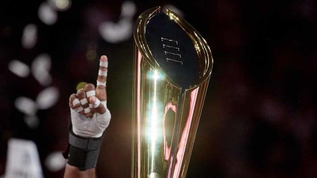 college-football-playoff-predictions-crystal-ball-expert-picks.jpg