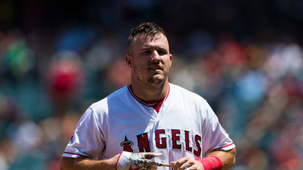 mike-trout-out-sore-wrist-dl.jpg