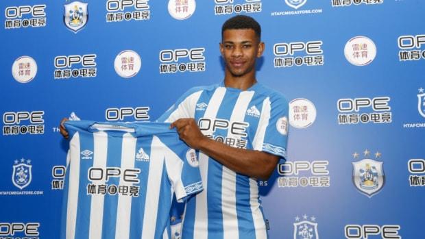 huddersfield-town-unveil-new-signing-juninho-bacuna-5b3a131473f36c95ed00004a.jpg