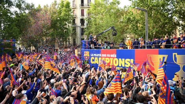 fc-barcelona-victory-parade-5ae8302330bf6cca6b000002.jpg