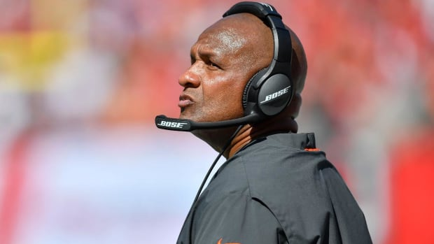 Ex-Browns Head Coach Hue Jackson to Join Bengals Staff