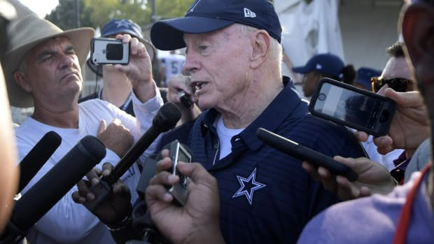 Report: NFL Orders Jerry Jones To Stop Talking About Anthem Issue -IMAGE