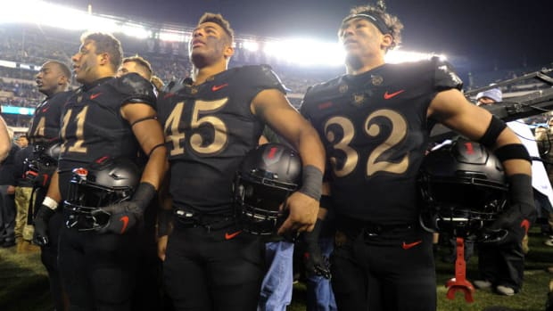 army-houston-armed-forces-bowl.jpg