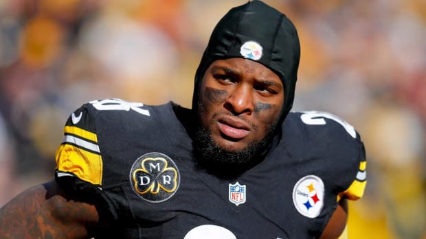 Steelers Teammates Not Happy with RB Le'Veon Bell as His Holdout Continues - IMAGE