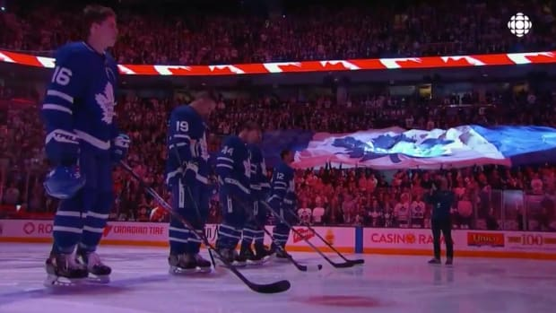 tuesday-hot-clicks-toronto-maple-leafs-fans-national-anthem-video.png