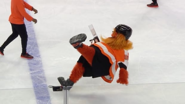 tuesday-hot-clicks-flyers-mascot-gritty-debut-video.png